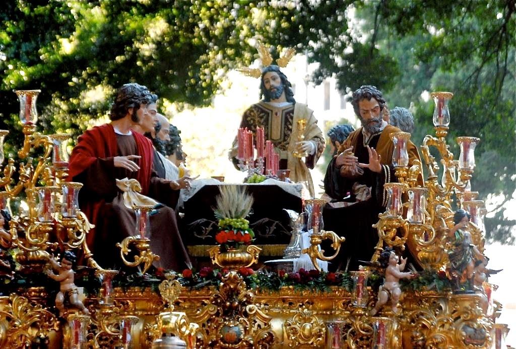 processies, Semana Santa, Goede Week, Malaga, Spanje, gast Antonio Banderas, spectaculaire praalwagens, indrukwekkende tronen, Mariabeelden, Jezusbeelden, Malaga evenement in april, optochten met heiligen beelden, nazareno's, costaleros, broederschappen, Maria-en Christustronen, La Virgin de la Esperanza, El Cristo de Mena, Het Laatste Avondmaal