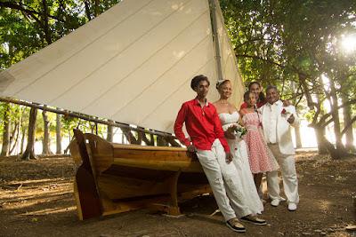 mariés et leurs enfants jardin aux papillons guadeloupe