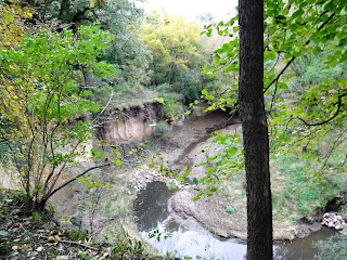ravine with water at the bottom and trees on both sides in Sioux City, Iowa