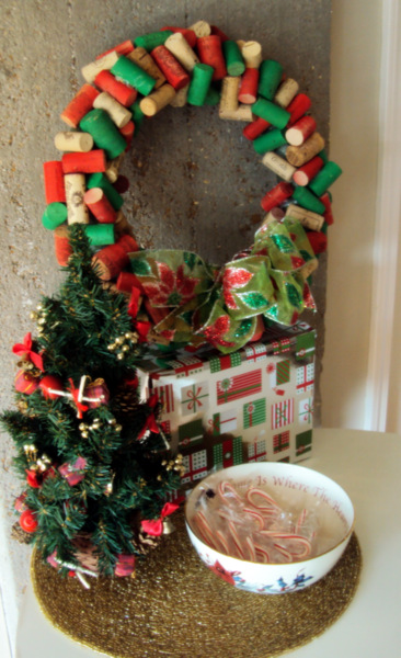 This wine cork wreath is the perfect adult-friendly DIY project - get your girls together to start drinkin'!