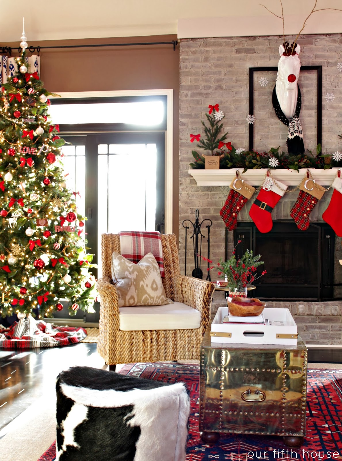 Our christmas home our fifth house - Living room decorated for christmas ...