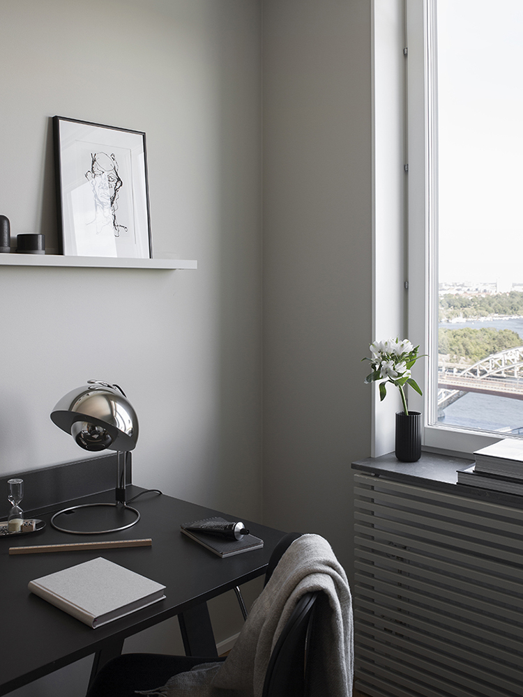 Dark offices with a serious focus-down-to-work vibe | Styling by Jenny Martinsson, photo by Sara Medina Lind