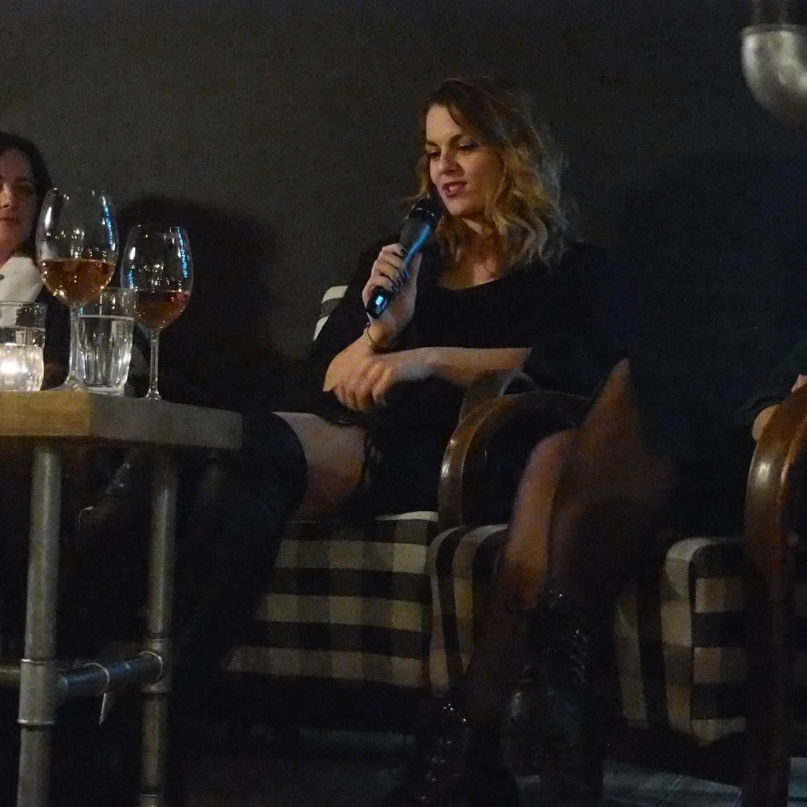 Nina Hartley lesbické Trojka