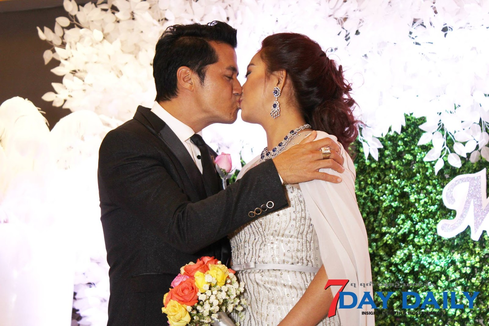 Min Oo and Khine Wai Thu Wedding Reception Pictures At Yangon Novotel Max Hotel