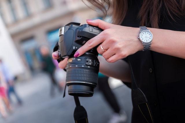 Mungkin sebagian orang berpikir bahwa kamera DSLR buatan terbaru yang dikeluarkan tahun t Perhanya Beli Kamera DSLR Mahal
