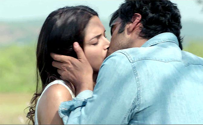 Deepika Padukone Kissing Arjun Kapoor - In 'Finding Fanny