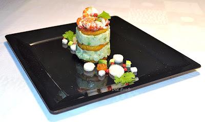 Süßkartoffel-Avocado Türmchen mit Flusskrebsen