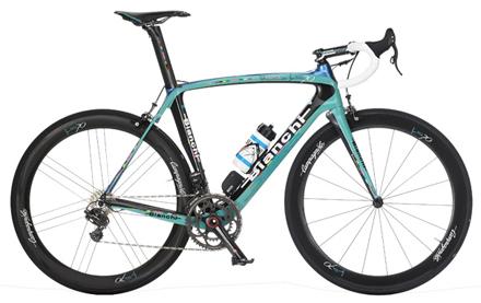 f768afb46 ... pioneirismo e tradição no ciclismo e apresentou sua nova bicicleta de  competição  Bianchi Oltre XR2