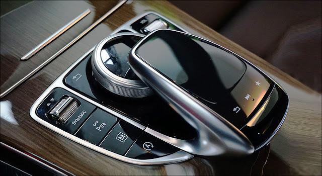 Cụm điều khiển Dynamic Select với 5 chế độ lái dễ dàng sử dụng trên Mercedes GLC 250 4MATIC 2019