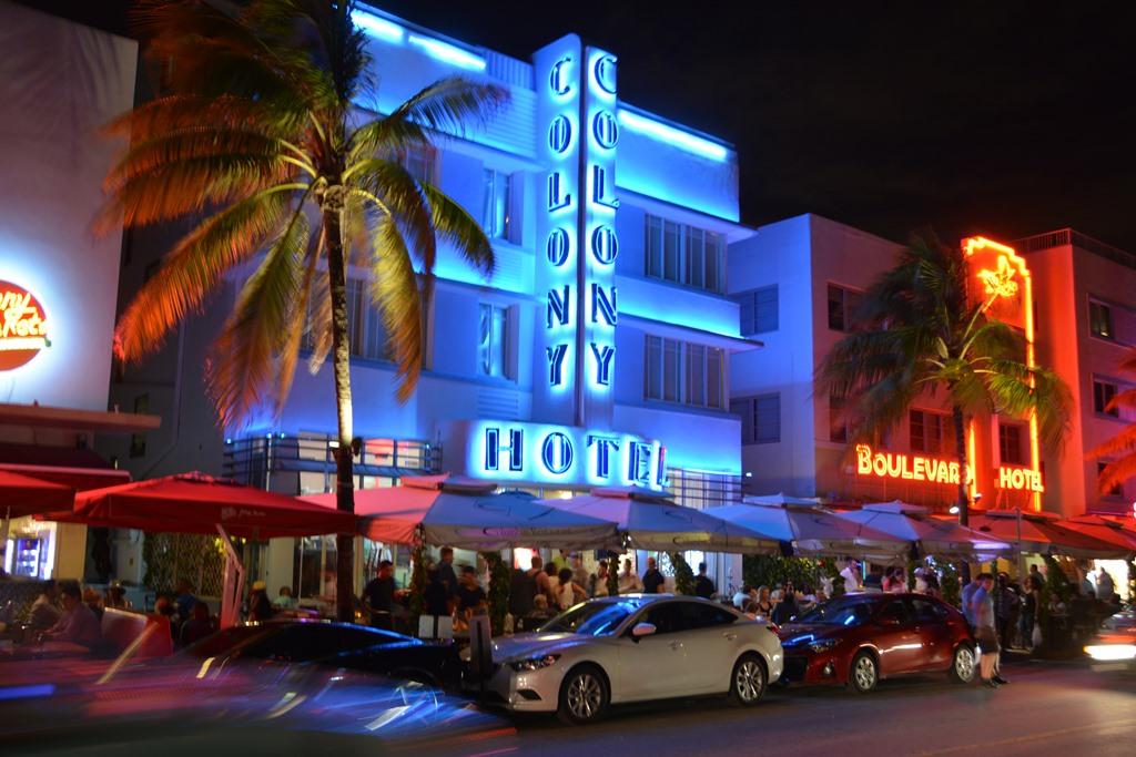 South Beach By Night Colony