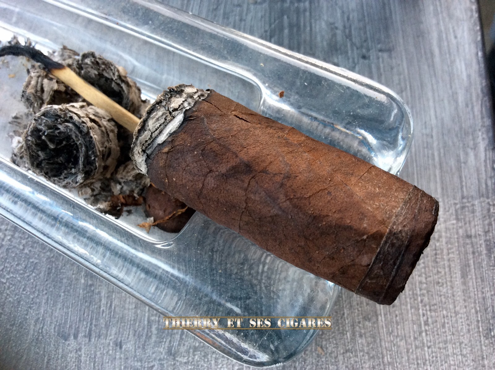 Thierry et ses cigares lyon robusto box pressed - Cave a cigare lyon ...