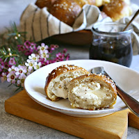 Cream-Cheese-Stuffed-Pretzel-Bagel-Balls