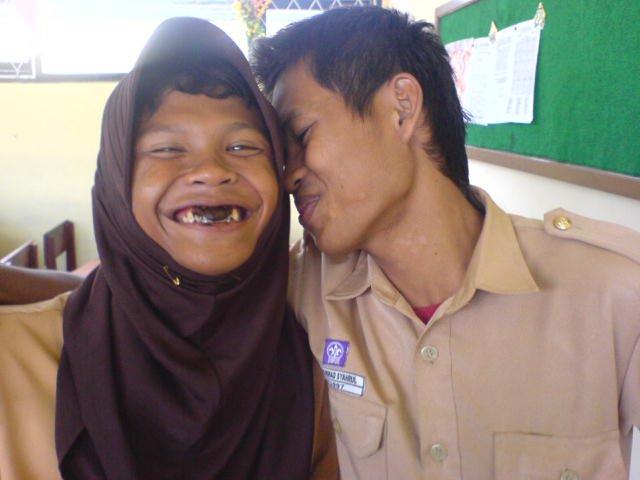 Anak Smp Berkerudung Ciuman Di Kelas