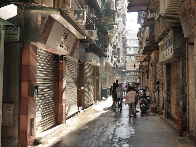 Closed shops on Rua da Pedra in Macau
