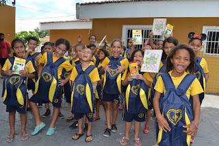 Kits de material pedagógico são entregues pela LBV em CG e Alagoa Grande
