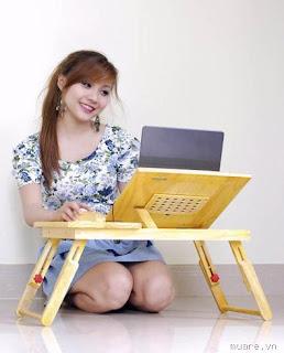 dùng máy tính hoặc laptop