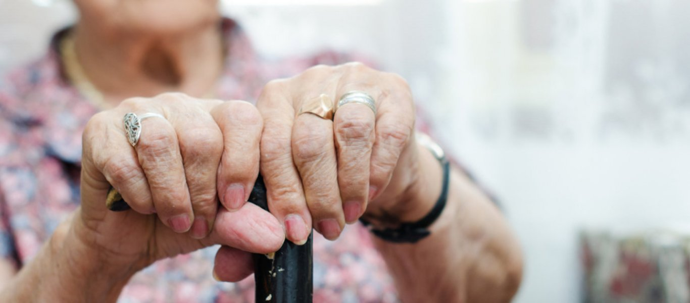 Handelsblatt: «Η Ελλάδα αιμορραγεί και κινδυνεύει να γίνει το γηροκομείο της Ευρώπης»