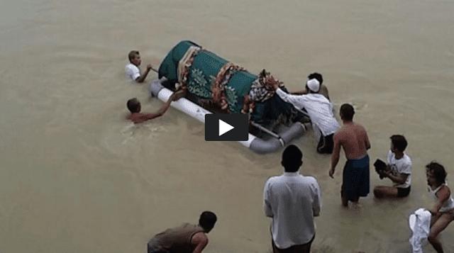 VIdeo Detik-Detik Pengantar Jenazah Tewas Saat Sebrangi Sungai Lusi Grobogan, Lihat Videonya merinding