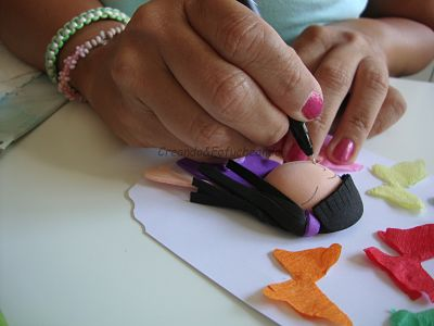 pintamos-la-cara-de-la-fofucha-de-mariposas-y-fofuchas-como-decorar-una-tarjeta-creandoyfofucheando