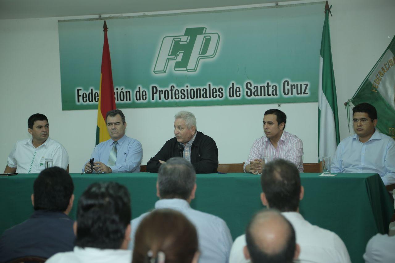 Costas explica defensa de Incahuasi ante Federación de Profesionales / GOBERNACIÓN SANTA CRUZ