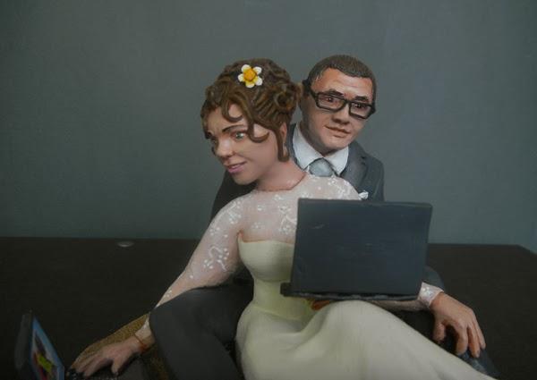 statuine volti personalizzati sposini torta matrimonio orme magiche
