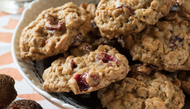 Oatmeal Cranberry-Walnut Cookies with 6 smart points