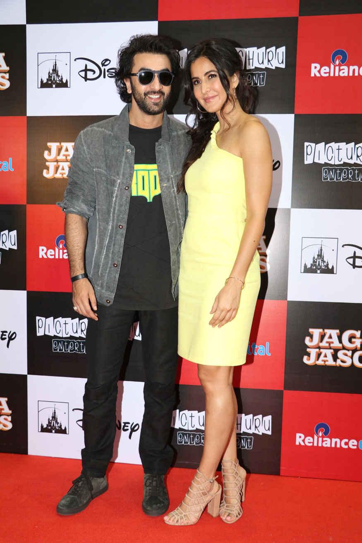 Ranbir Kapoor and Katrina Kaif Promoting film 'Jagga Jasoos' at Reliance Digital Store