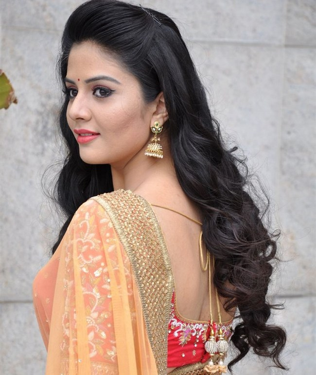 Anchor Sreemukhi Latest HD Images/Photoshoot