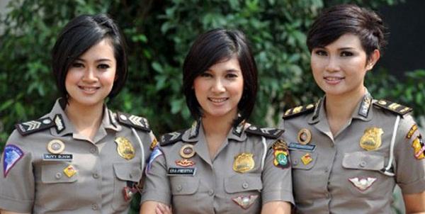 Foto Tiga Polwan Cantik