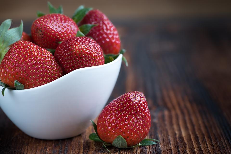 Strawberry And Vanilla Ice Cream Cake Cones