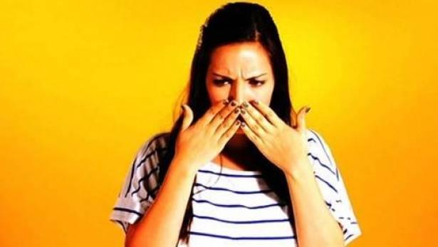 طرق سحرية لإزالة رائحة الثوم من اليدين