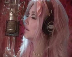 Kesha lança clipe de Rainbow