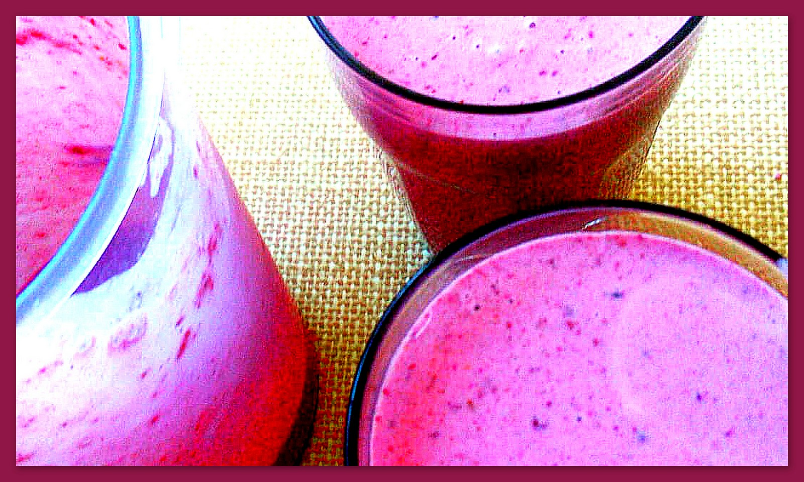 This image has an empty alt attribute; its file name is berry%2Bbanana%2Bbeetroot%2Bsmoothie%2B%25281%2529.jpg