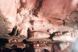 kuburan makam gantung londa toraja utara