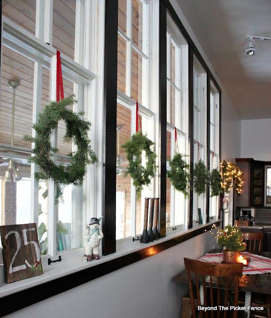 Christmas windows, Christmas wreath, old schoolhouse, https://goo.gl/xpejCP