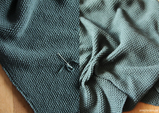 stitchydoo: Dreieckstuch mit Perlmuster stricken - Tuch spannen, vorher - nachher