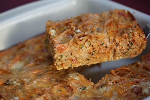 Recette de g teau de spaghetti aux courgettes tomates pinards fromage cuisine d 39 enfants - Cuisiner courgette spaghetti ...