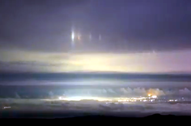 UFO News ~ Giant Glowing UFO Over Cleveland plus MORE Hawaii%252C%2BUFO%252C%2BUFOs%252C%2Bsighting%252C%2Bsightings%252C%2Balien%252C%2Baliens%252C%2BVoyager%252C%2BStar%2BTrek%252C%2BNews%252C%2BAustralia%252C%2Borb%252C%2B