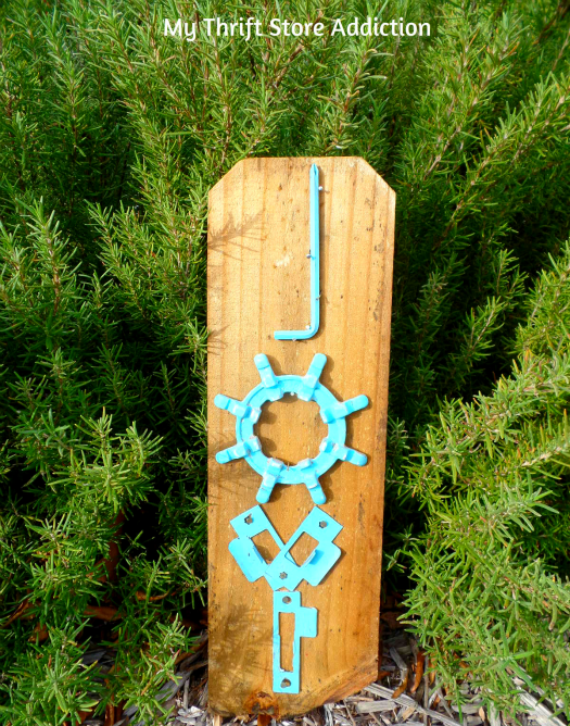 Christmas Signs: Rejoice and Junk to Joy!  mythriftstoreaddiction.blogspot.com Repurpose junk metal to create unique garden sign