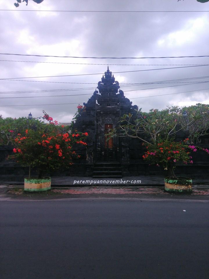 Pura Agung Raksa Bhuana Pura Hindu Bali Di Medan Kotak