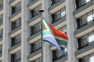 Sudáfrica retira a su embajador de Tel Aviv