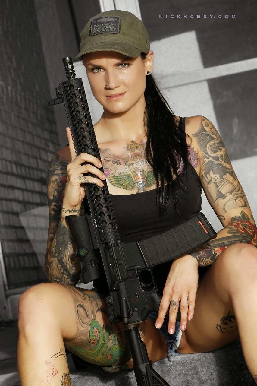 Sexy Guns Babes 14