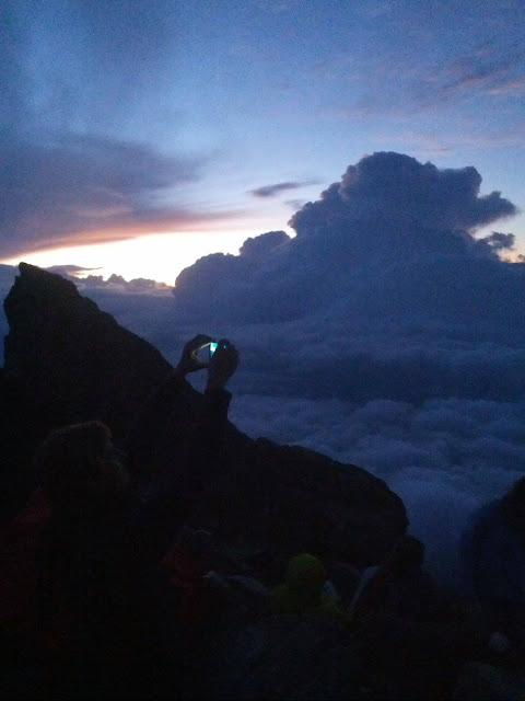 Enjoy the sunrise at Mount Batur Bali