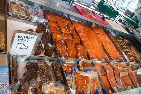 Salmon noruego y ballena. Comer en Bergen. El mercado de pescado