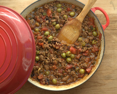 Picadillo (Cuban Ground Beef Skillet Supper) ♥ KitchenParade.com. Low Carb. WW5.
