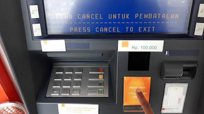 Bertransaksi baik finansial inginpun nonfinansial menggunakan kartu atm sangat simpel sek Mengatasi dan Penyebab Kartu ATM BNI Tertelan di Mesin ATM