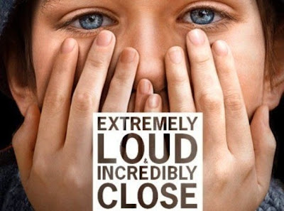Poster Of Extremely Loud & Incredibly Close In Dual Audio Hindi English 300MB Compressed Small Size Pc Movie Free Download Only At worldfree4u.com