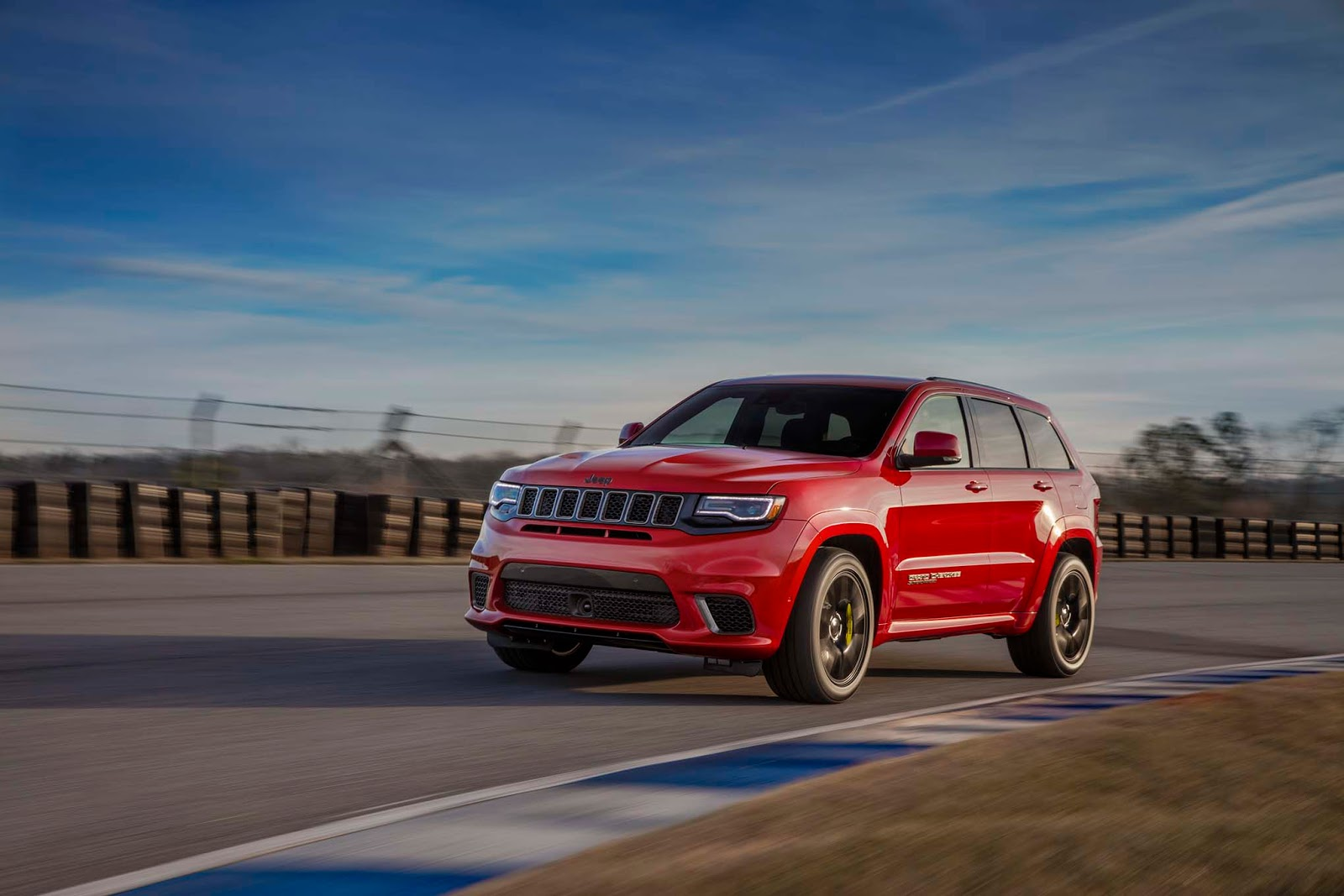 Jeep S 707 Hp Grand Cherokee Trackhawk Gets Rhd To Rock The Uk Carscoops
