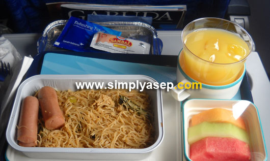NIKMAT : Salah satu meals yang disajikan dalam Penerbangan Garuda Indonesia rute Pontianak - Jakarta atau Jakarta - Denpasar yang pernah saya rasakan.  Luar biasa.  Foto Asep Haryono