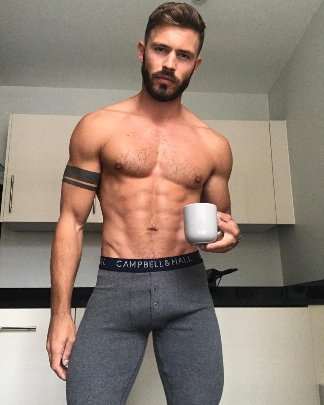 Shirtless Men On The Blog: Oliver Parny Mostra Il Sedere